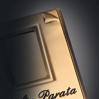 Libri e pergamene commemorative in bronzo